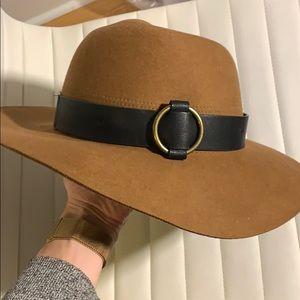 Universal thread brown NWT hat